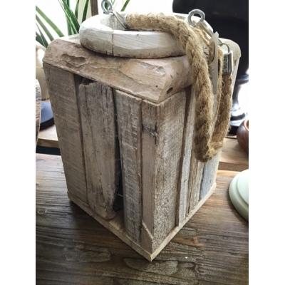 Lantaarn coastel drijfhout