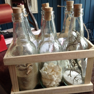 Kratje met 6 glazen flesjes